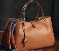 Ladies Leather Shoulder Bag in Golden