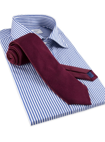 Silk Solid Signature Tie in Maroon