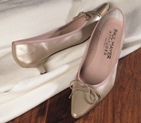 Ladies Kitten Heel in Champagne