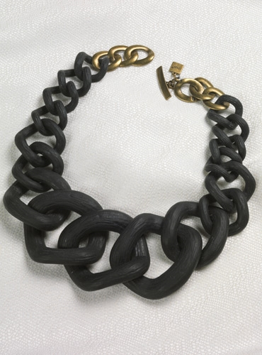 Graduated Link Necklace in Black