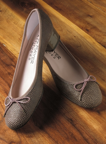 Ladies Pebbled Leather Pump in Mauve