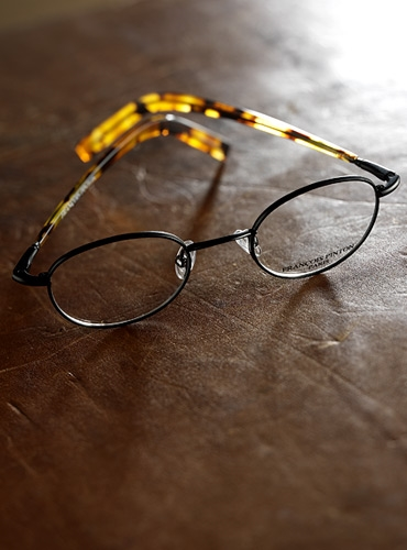 Round Wire Frame in Black with Tortoise