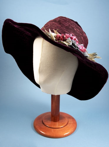 Ladies Wide Brim Hat in Bordeaux