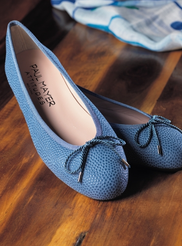 Ladies Pebbled Leather Flats in Cornflower