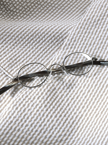 Nearly Oval Wire Frame in Silver Metal with Black Temples