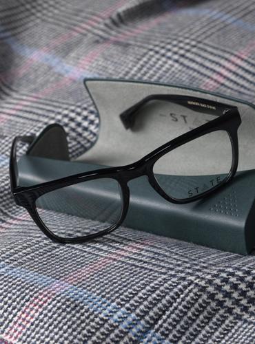 Wentworth Bold Rectangular Frame in Black
