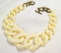 Graduated Link Necklace in Cream