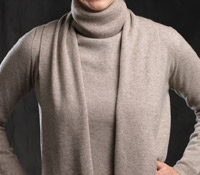 Ladies Cashmere Turtleneck Sweater in Moondust