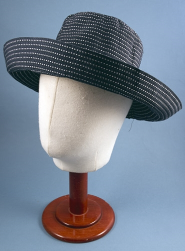 Ladies Cotton Sun Hat in Navy with White