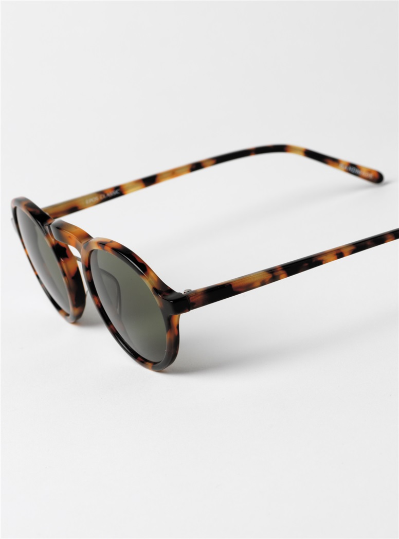 Small Round Sunglasses in Tortoise