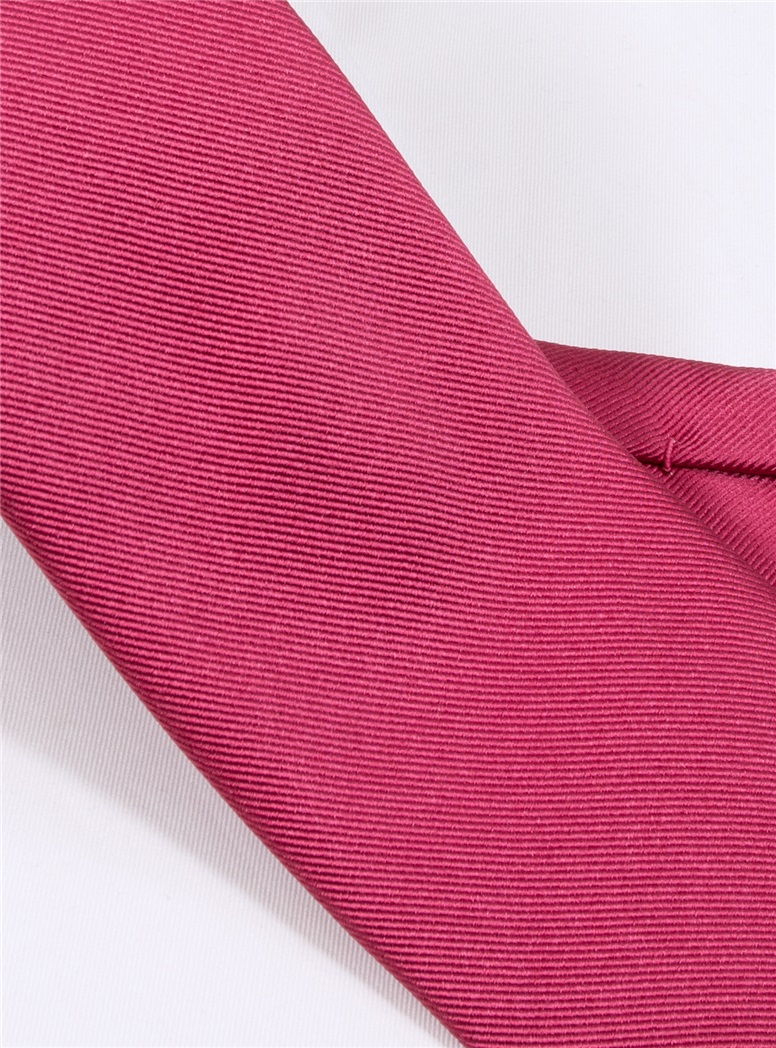 Silk Signature Solid Tie in Fuchsia