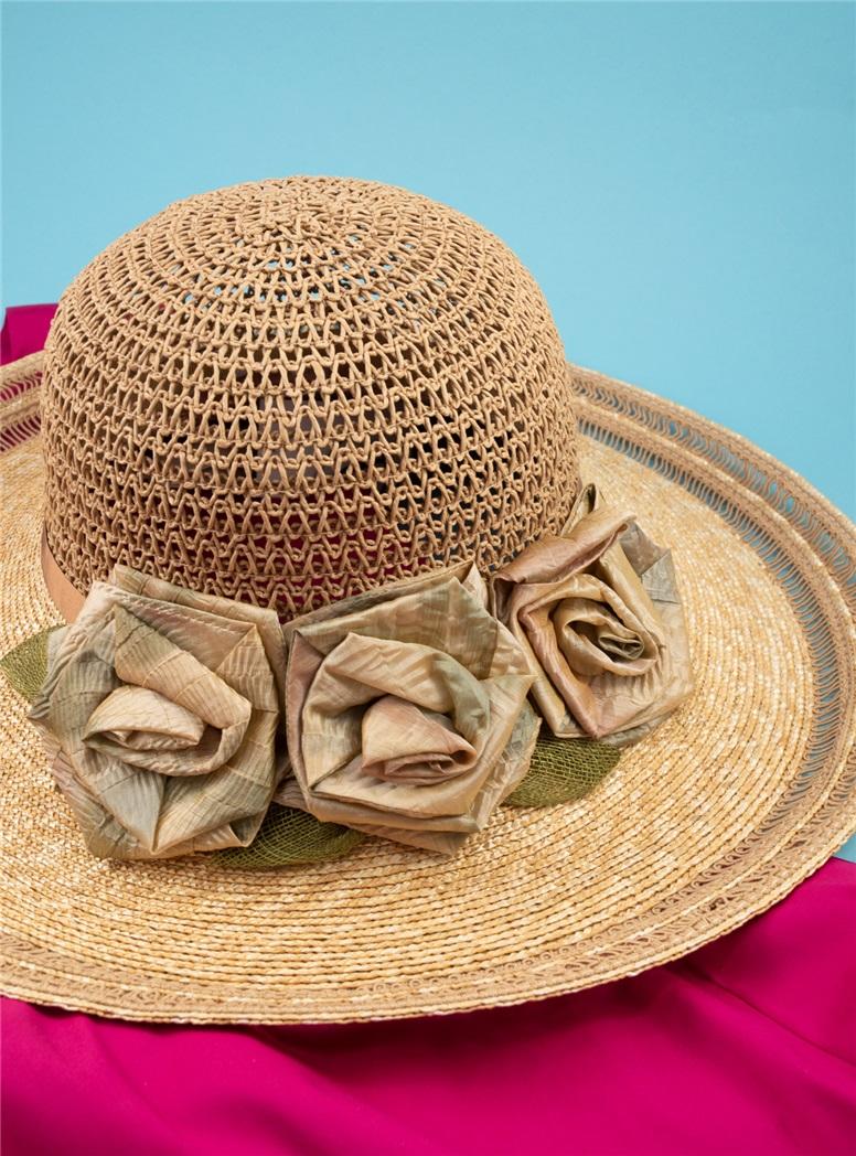 Ladies Straw Sun Hat with Flowers