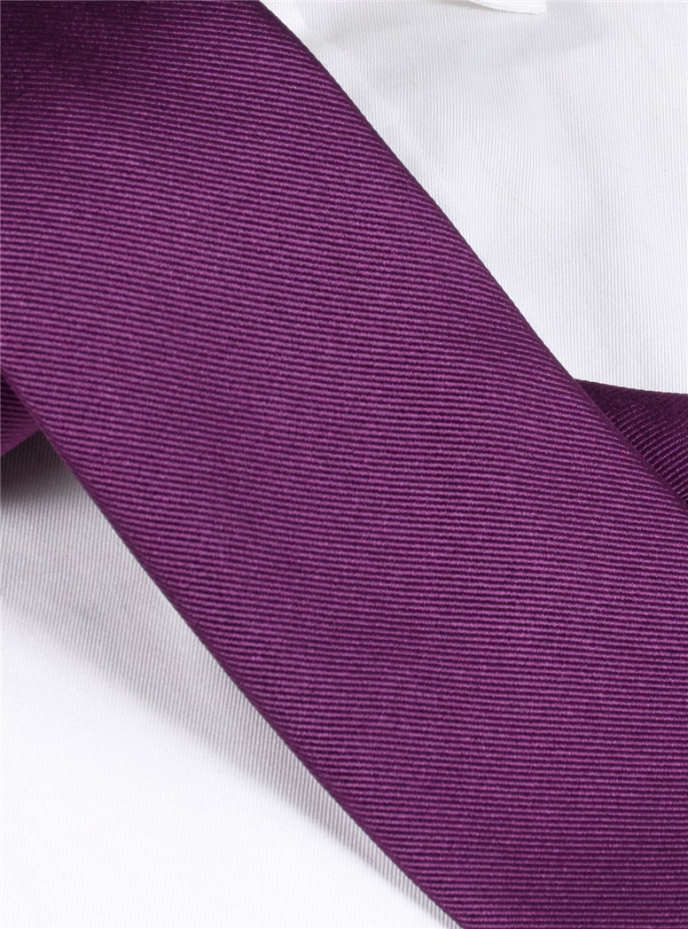 Silk Solid Signature Tie in Violet