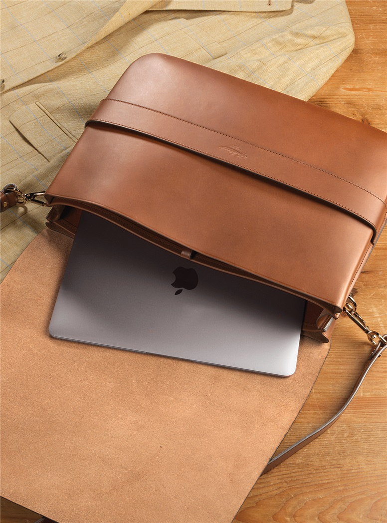 Leather Messenger Bag in Dark Tan