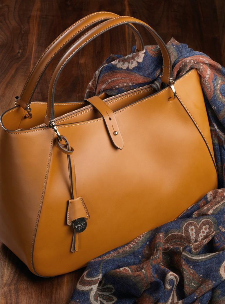 Leather Shoulder Bag in Amber