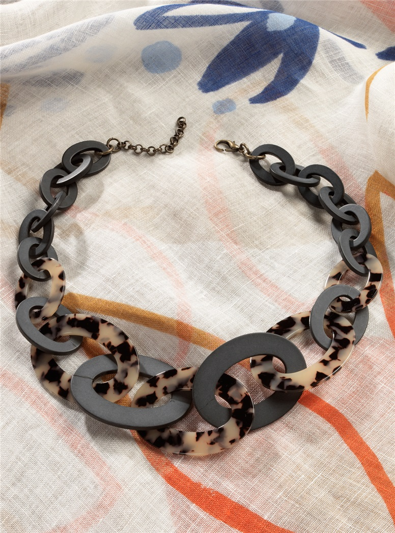 Graduated Link Necklace in Cream Tortoise