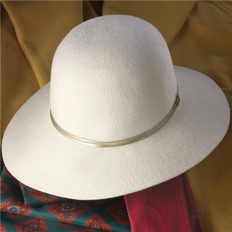 Ladies Plush Fur Felt Hat in Snow