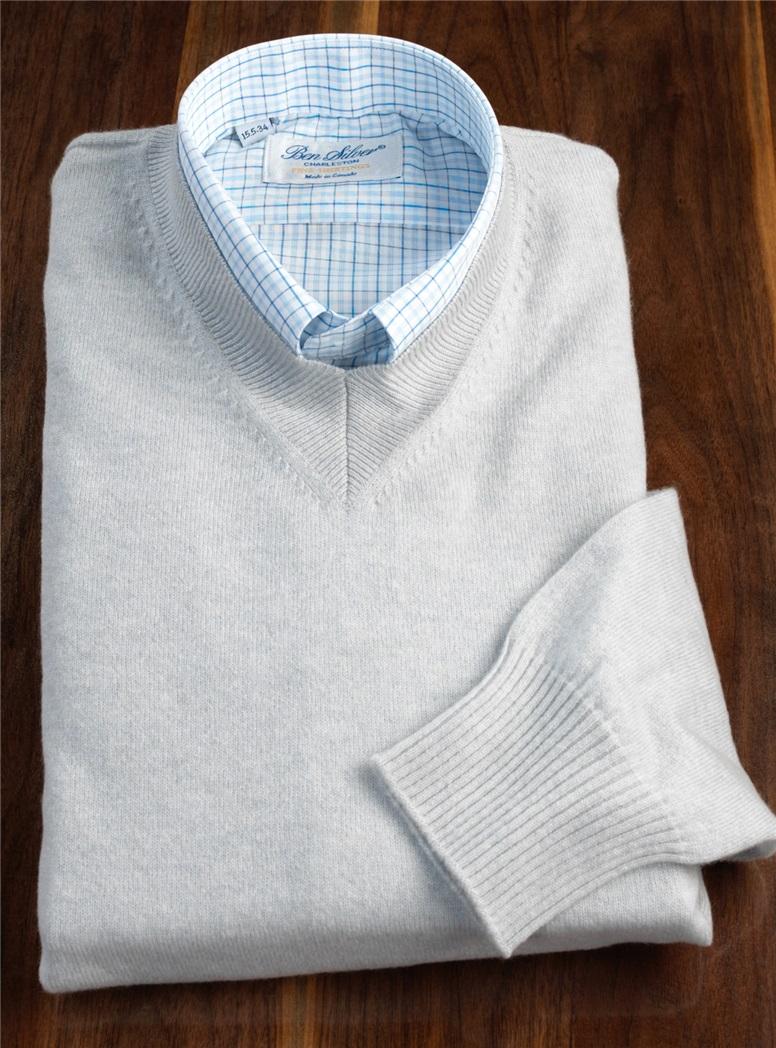 Cashmere V-neck Sweater in Stone