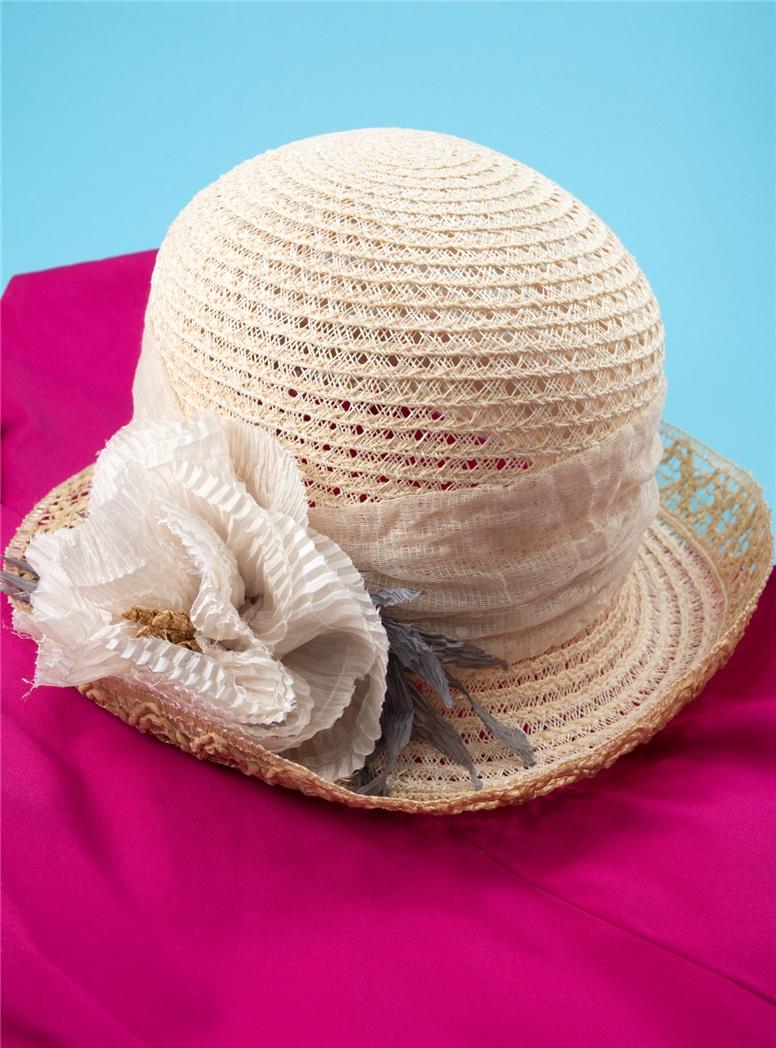 Ladies Cream Cloche Hat with Flower